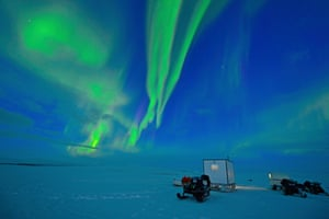 The northern lights pictured over the Finnmarksvidda plateau – with the Reinflytting: Minutt for Minutt producers camped in a tiny hut.