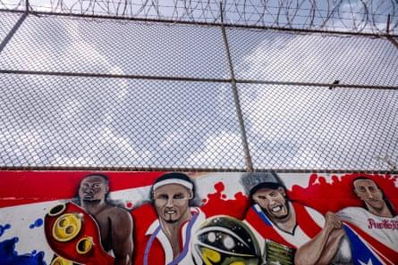 Sports-themed graffiti in Bayamón.