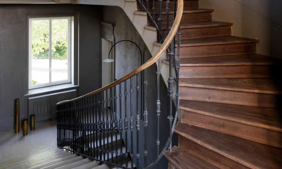The dramatic staircase.