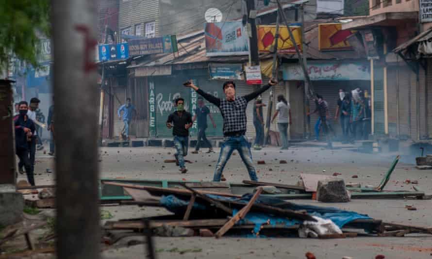 Kashmir Muslims shout anti-Indian slogans after weeks of violence that have left scores dead and thousands injured