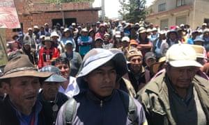 Locals gather in Alto Lipari to demand the resignation of Bolivia's interim president, Jeanine Áñez, and Evo Morales' return.