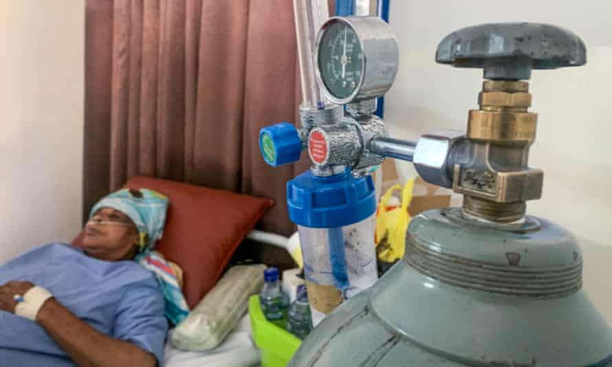 Marie-Jeanne Ngalula receives oxygen on a Covid ward at Kinshasa's Mama Yemo hospital.