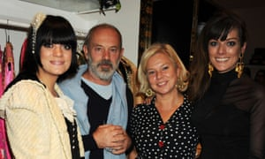 Allen with her father Keith Allen, mother Alison Owen and sister Sarah Owen in 2010.