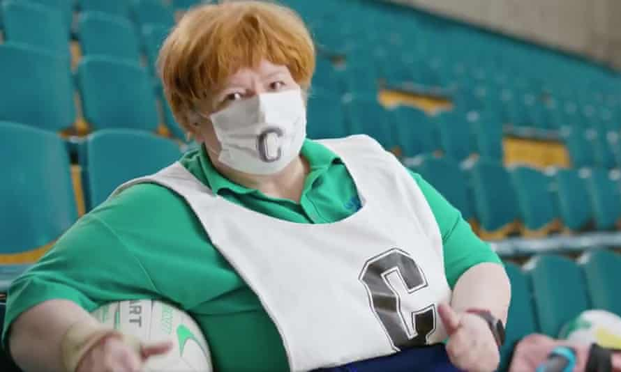 Magda Szubanski appearing as her Kath & Kim character Sharon Strezlecki in a Victorian government public health advertisement encouraging the use of mask-wearing during the coronavirus pandemic.