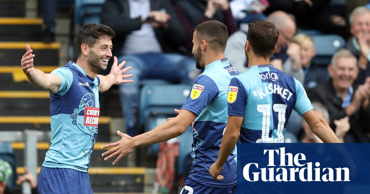 Wycombe go top with win over Lincoln, Coventry come back to beat Blackpool