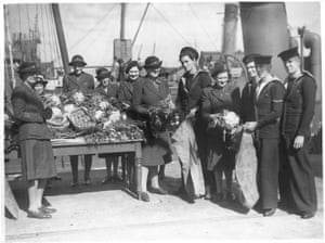 Lady Reading visiting services welfare vegetables for minesweepers, Grimsby, Lincolnshire, May 1941