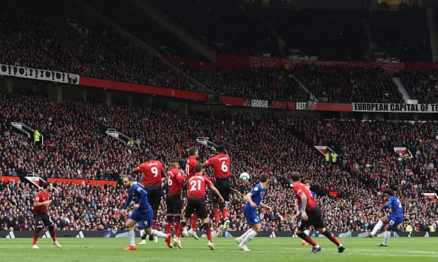 Willian fires in a free-kick against Manchester United