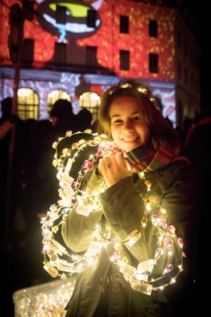 A girl sells headbands with lights