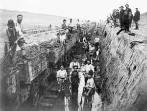 Construction of Manchester Ship Canal, 1889