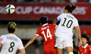 Carli Lloyd heads for goal against China. US Soccer recommends that players under the age of 10 shouldn't head the ball.