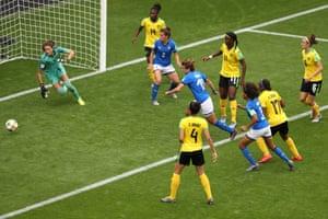 Cristiana Girelli scores the second goal from closer range.