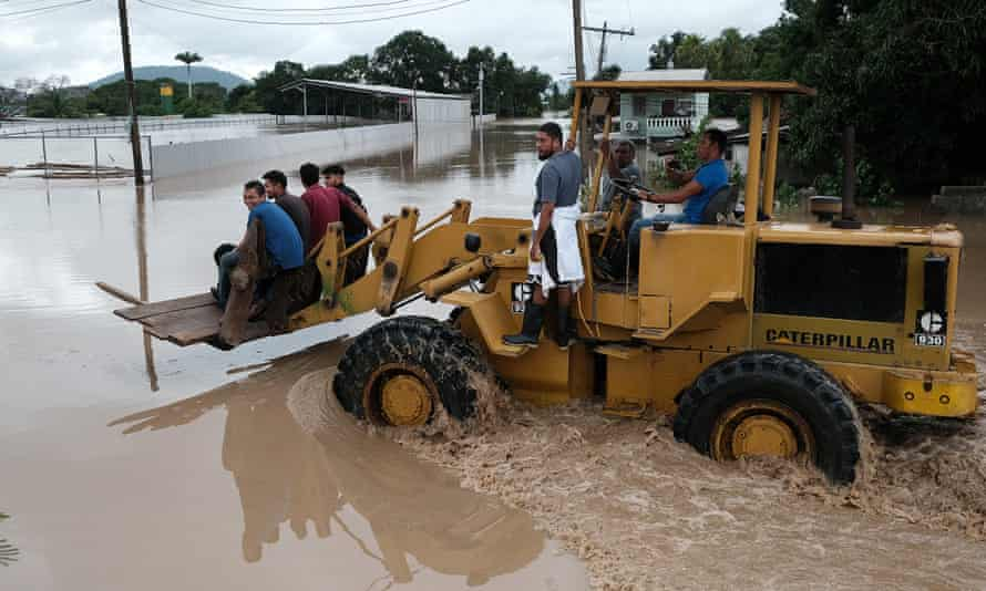 Volunteers join the rescue efforts in the Planeta colony in La Lima, Honduras.