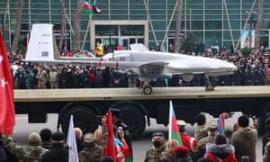 Sebuah drone TB2 ditampilkan selama parade militer setelah pertempuran baru-baru ini di Nagorno-Karabakh antara Armenia dan Azerbaijan.