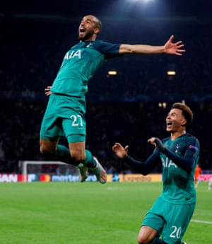 Moura celebrates his winning goal with Dele Alli