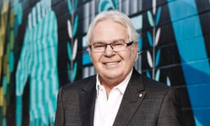 SBS football commentator Les Murray has died aged 71.