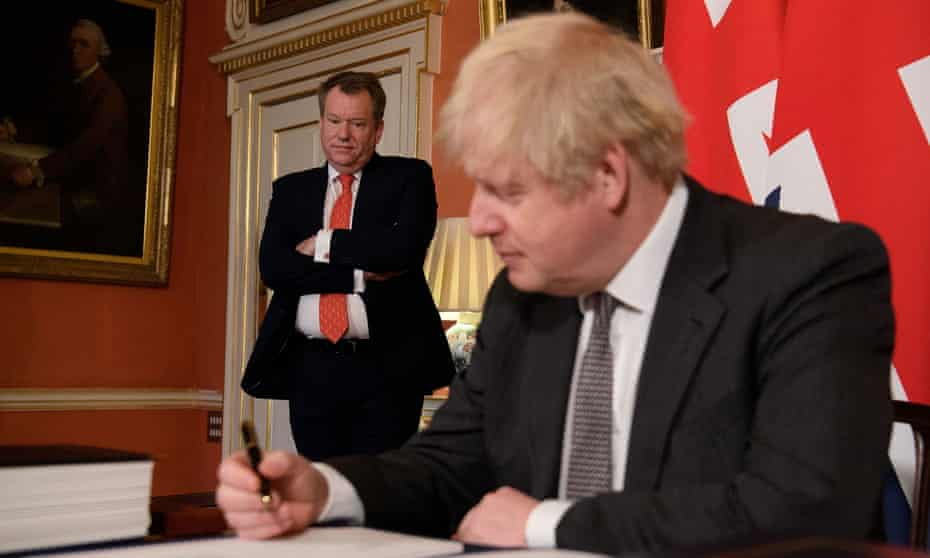 David Frost (left) with Boris Johnson signing the Brexit trade deal with the EU, December 2020.