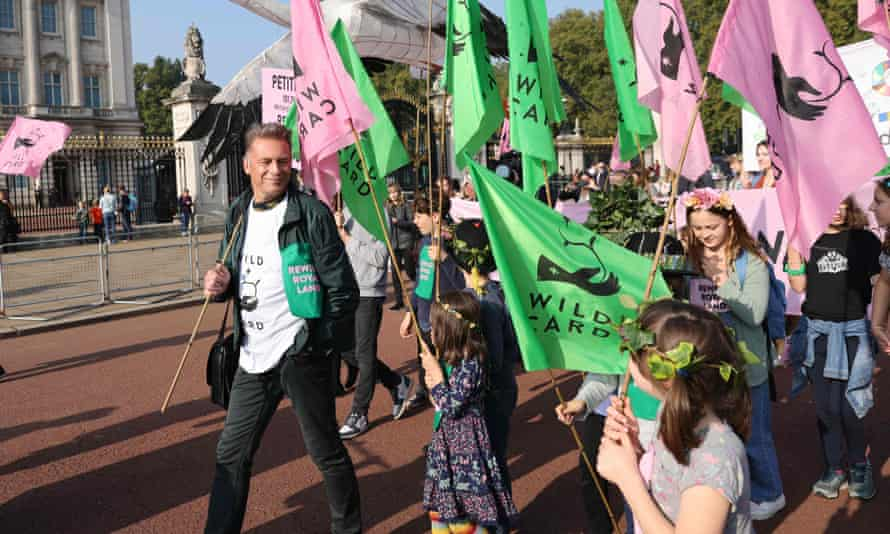 Chris Packham with school students and parents outside Buckingham Palace on Saturday