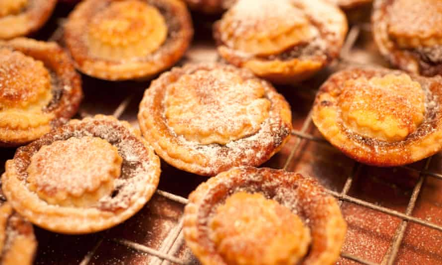 Freshly baked mince pies.