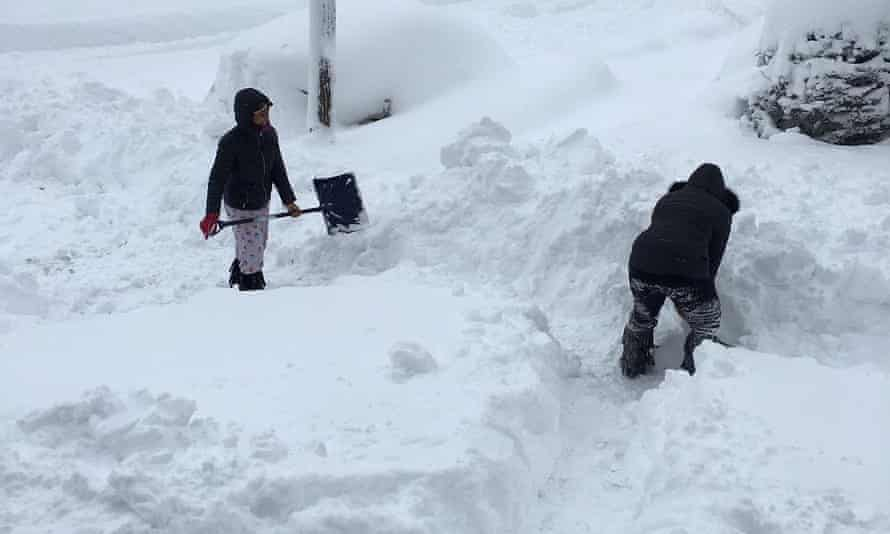Christmas In The Country Erie Pa 2021 World Weatherwatch Record Snowfall Hits City Of Erie Pennsylvania On Christmas Day Meteorology The Guardian
