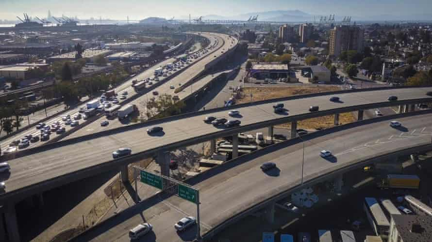 The I-980 and I-880 merge in West Oakland, California.