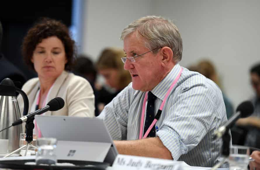 Ian Macfarlane, director of the Queensland Resource Council, addresses a parliamentary inquiry in Brisbane on Monday.
