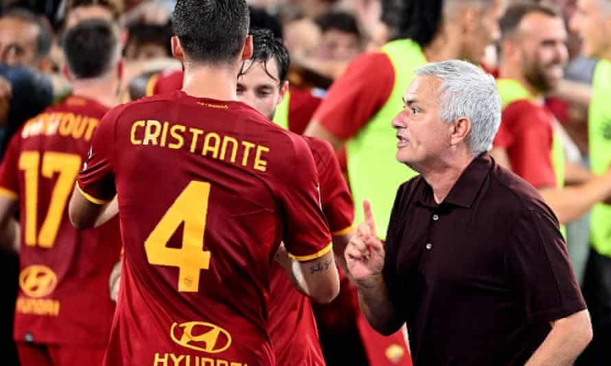 José Mourinho gives instructions to Bryan Cristante after Stephan El Shaarawy scored a late winner for Roma