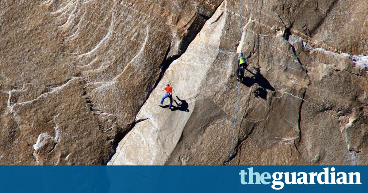 Scaling The Epic El Capitan Friends Look To The Finish In Worlds - Two climbers scale 3000ft hardest route world