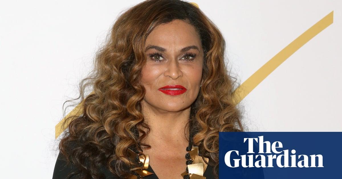Beyoncés mother criticises US Vogue for lack of diversity