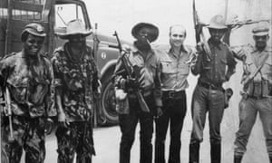 Ryszard Kapuściński with soldiers in Angola, 1975.