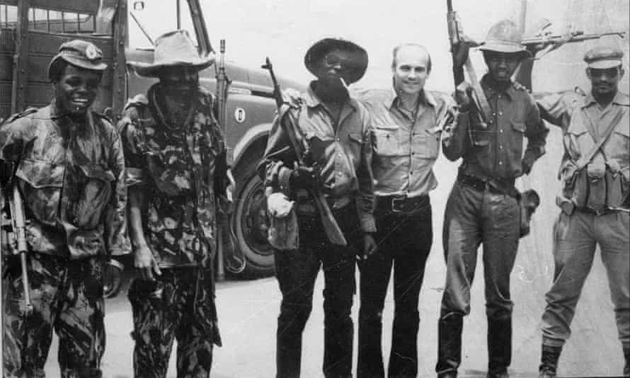Ryszard Kapuściński and soldiers in Angola in 1975.