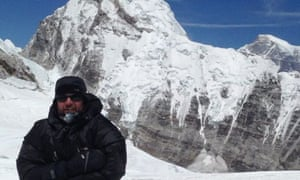 Leslie Binns abandoned his climb of Everest after coming across Indian climber Sunita Hazra who was in trouble.