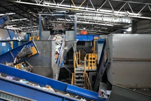 Ballistic separators and conveyors are used to separate rolling material from flat material.
