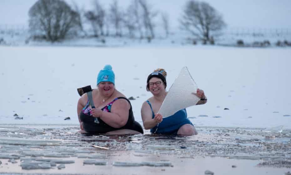 Wendy Masterton (left) and her friend Tracey Bewick braving the ice.