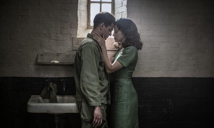 Hacksaw Ridge Review Mel Gibson S War Drama Piles On The Gore Hacksaw Ridge The Guardian