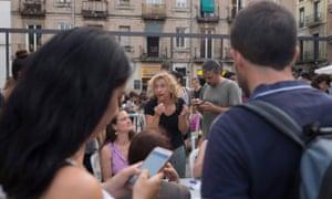 Talking about noise in Plaça del Sol