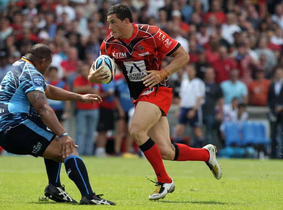 Sonny Bill Williams races away to score the first try for Toulon during the Amlin Challenge Cup final against Cardiff Blues in May 2010.