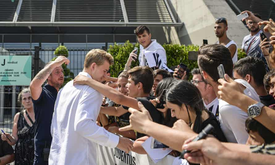 Matthijs de Ligt is welcomed by supporters after his medical.