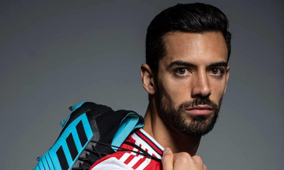 Arsenal unveil their new signing Pablo Mari.