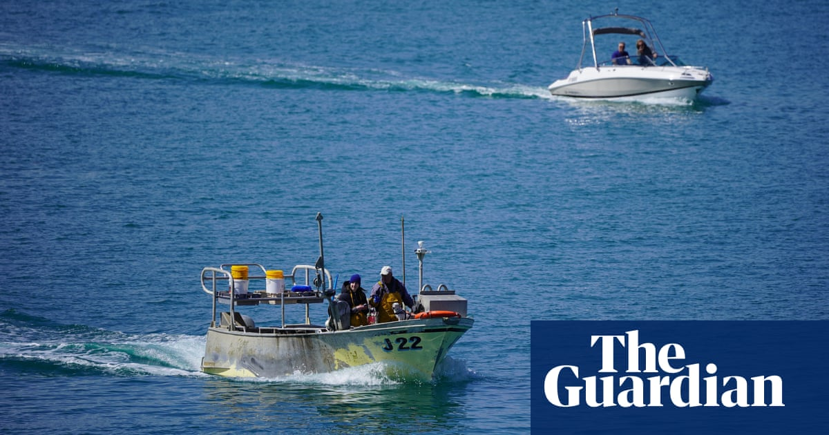 PM vows to hit back if France breaks post-Brexit fishing agreement