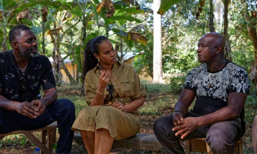 British actor Idris Elba (L) and his wife, actress and model, Sabrina Dhowre Elba (M), both IFAD Goodwill Ambassadors for the UN rural poverty agency IFAD (International Fund for Agricultural Development) speak with rural farmer Clement Kanu