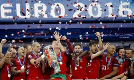 Portugal celebrate victory in Euro 2016