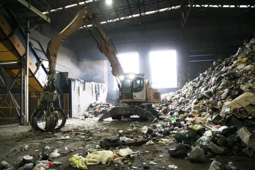 The Eastern Creek facility processes 220,000 tonnes per year of mixed waste from Sydney households.