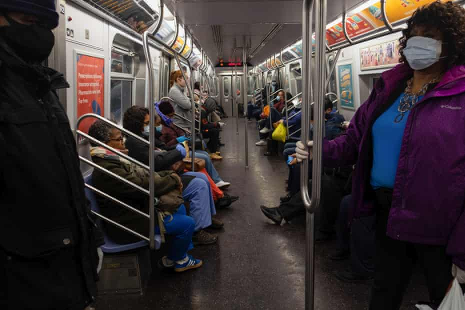 A crowded subway train heading towards Queens during the coronavirus outbreak. According to the information given by the Governor Andrew Cuomo it would appear that New York state has begun to flatten the curve with a decrease in hospitalizations and new infections of Coronavirus (Covid-19).