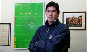 MIKE NEWELL, LUTON TOWN FOOTBALL CLUB MANAGER. IN HIS OFFICE AT KENILWOTH ROAD. 30/9/04. PIC: TOM JENKINS.