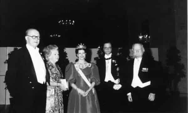 Charles Monteith, Ann Golding, Queen Silvia, King Carl XVI Gustaf of Sweden and William Golding in Stockholm in 1983, for his Nobel prize in literature.