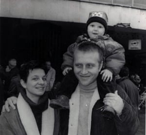 Lejna with her mother and father in 1996.