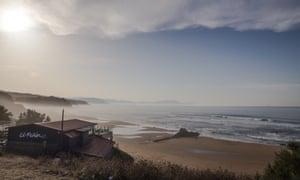 El Peñon de Sopelana beach bar and view of sand and seascape.