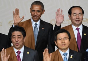 "Peru 2016: US President Barack Obama (top left), Japan's prime minister Shinzo Abe (bottom left), South Korea's prime minister Hwang Kyo-Ahn (bottom right) and Vietnam's President Trai Dai Quang (top ring) wave during the traditional ""family photo"" on the final day of the Apec summit in Lima."
