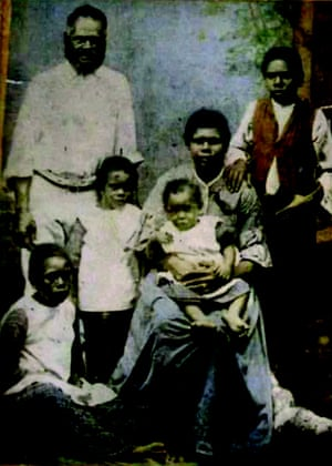 Family portrait of an Indigenous family from the 1800s