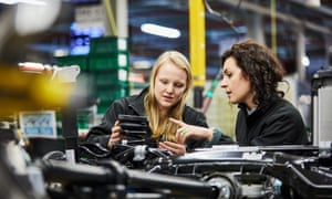 Sophie Wakeford (l), graduate, and Dr Lucia Carassiti, chassis engineer at Jaguar Land Rover